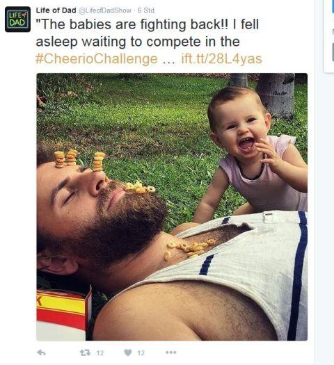 Babyschlaegt Zurueck