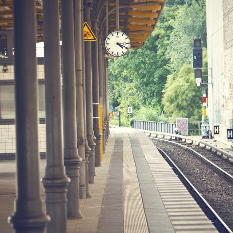 Bahnhof Shutterstock 4802x