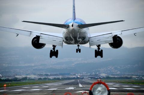 Flugzeug Shutterstock 480x