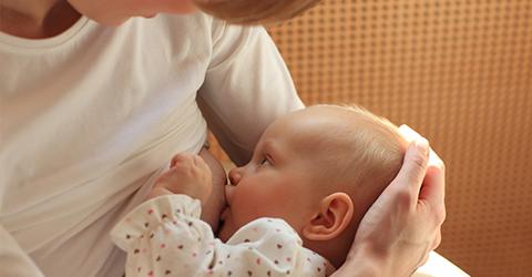 Mutter Stillt Shutterstock 480