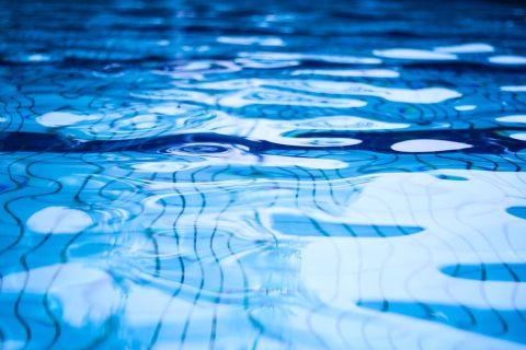 Schwimmbad Shutterstock 480x 1