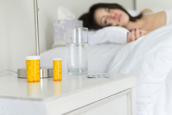 Frau liegt krank im Bett_CONTENT_LifetimeStock/shutterstock.jpg