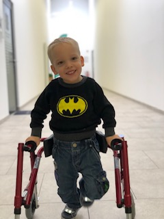 Fabian im Rollstuhl.jpg