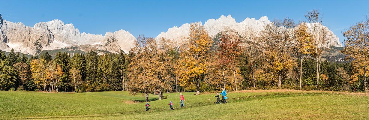 Familie-Wandern-Herbst_Wilder-Kaiser_Foto-von-Felbert_Reiter-(63).jpg