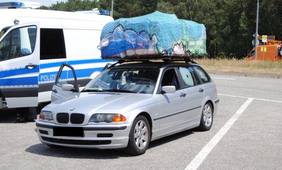 Auto mit Hausstand auf dem Dach_Polizeiautobahnstation Kaiserslautern Content.jpg