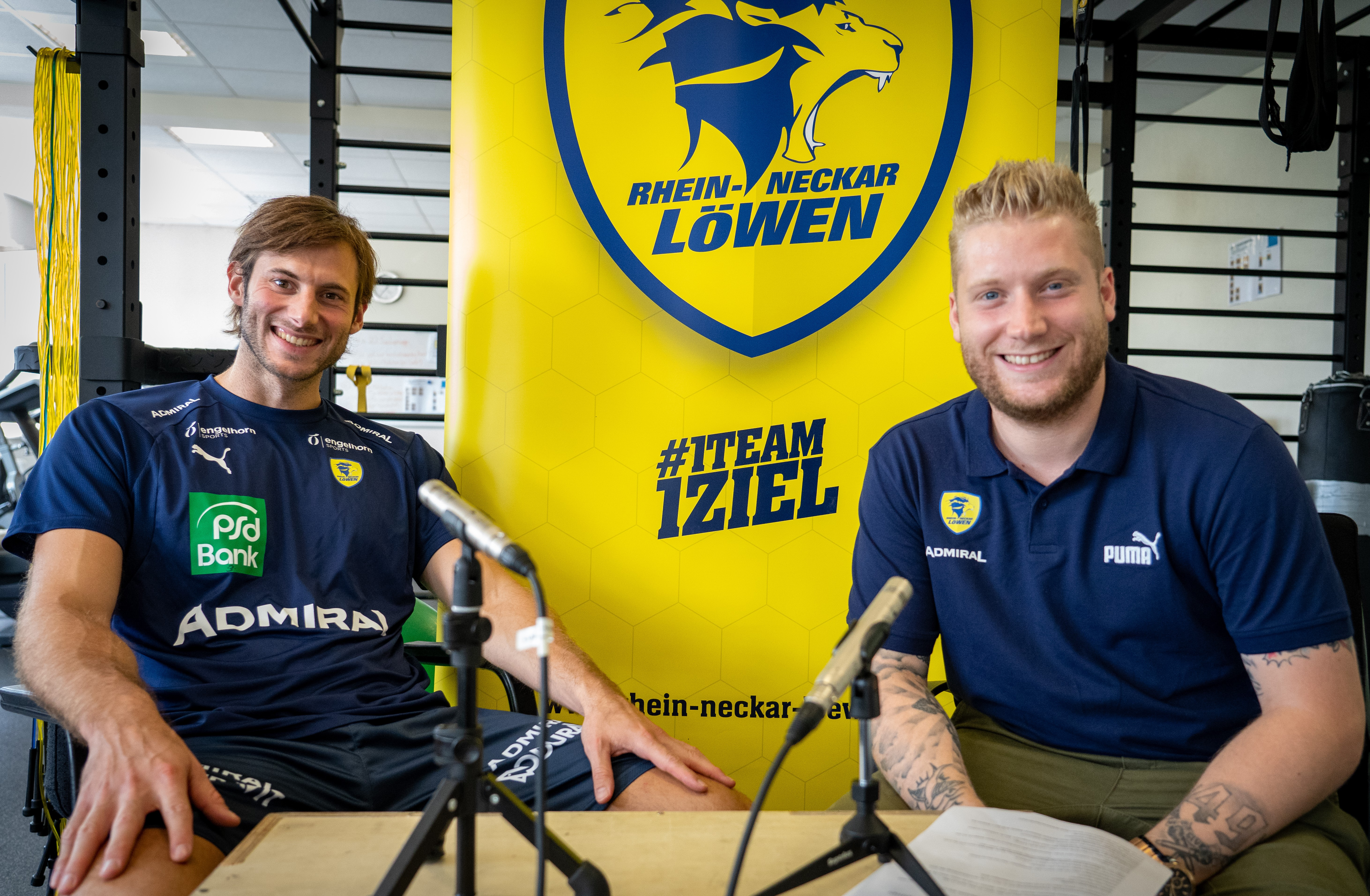 Uwe Gensheimer und Kevin Gerwin bei der Podcast-Premiere der Rhein-Neckar Löwen_Bildnachweis_Rhein-Neckar Löwen.jpg